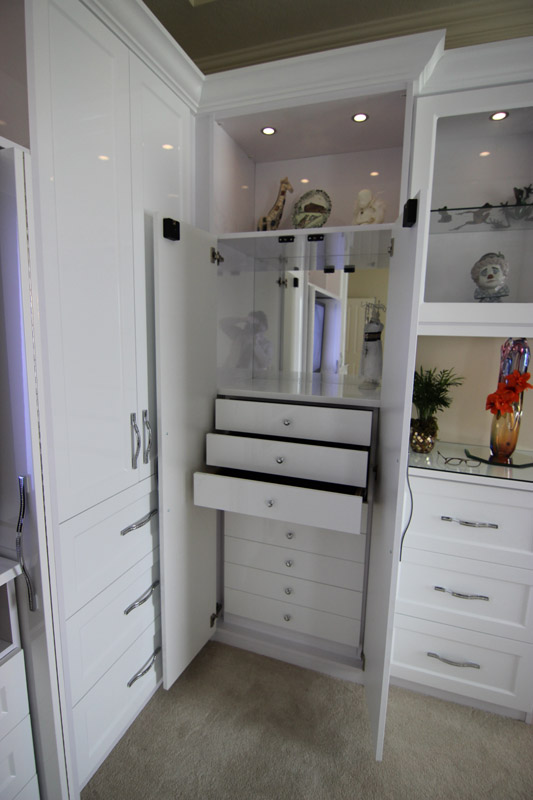 Custom storage solutions liberty closet systems inc for Woodtrac closets